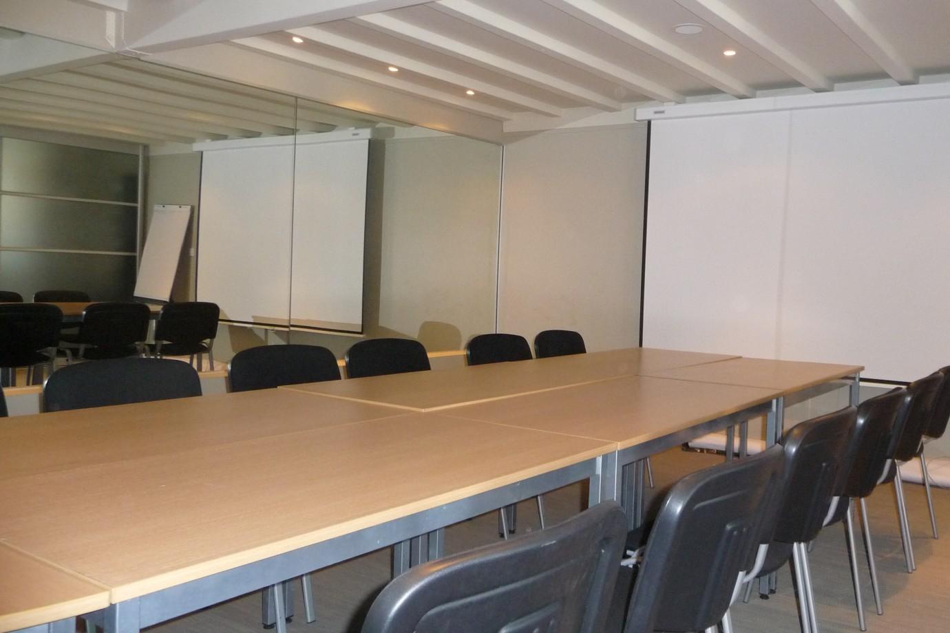 Meeting Training Room Brignais Salle De Reunion 25 A 40 Pers